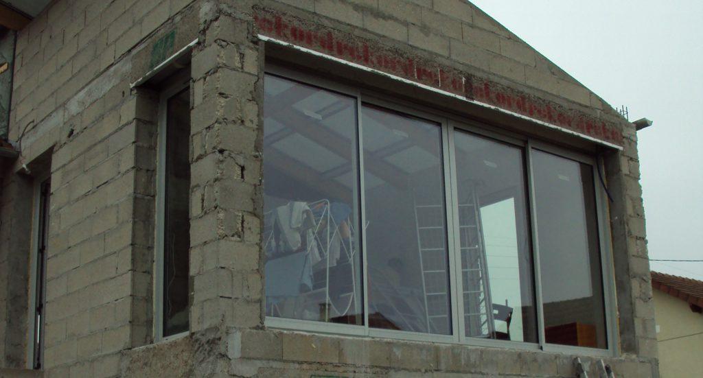 malfaçon construction baie vitrée, manque de linteau principal