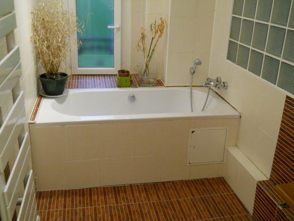 Expertise sur une salle de bains rénovées et infestées de mérules. Il n'y avait pas d'étanchité sur le plancher bois.